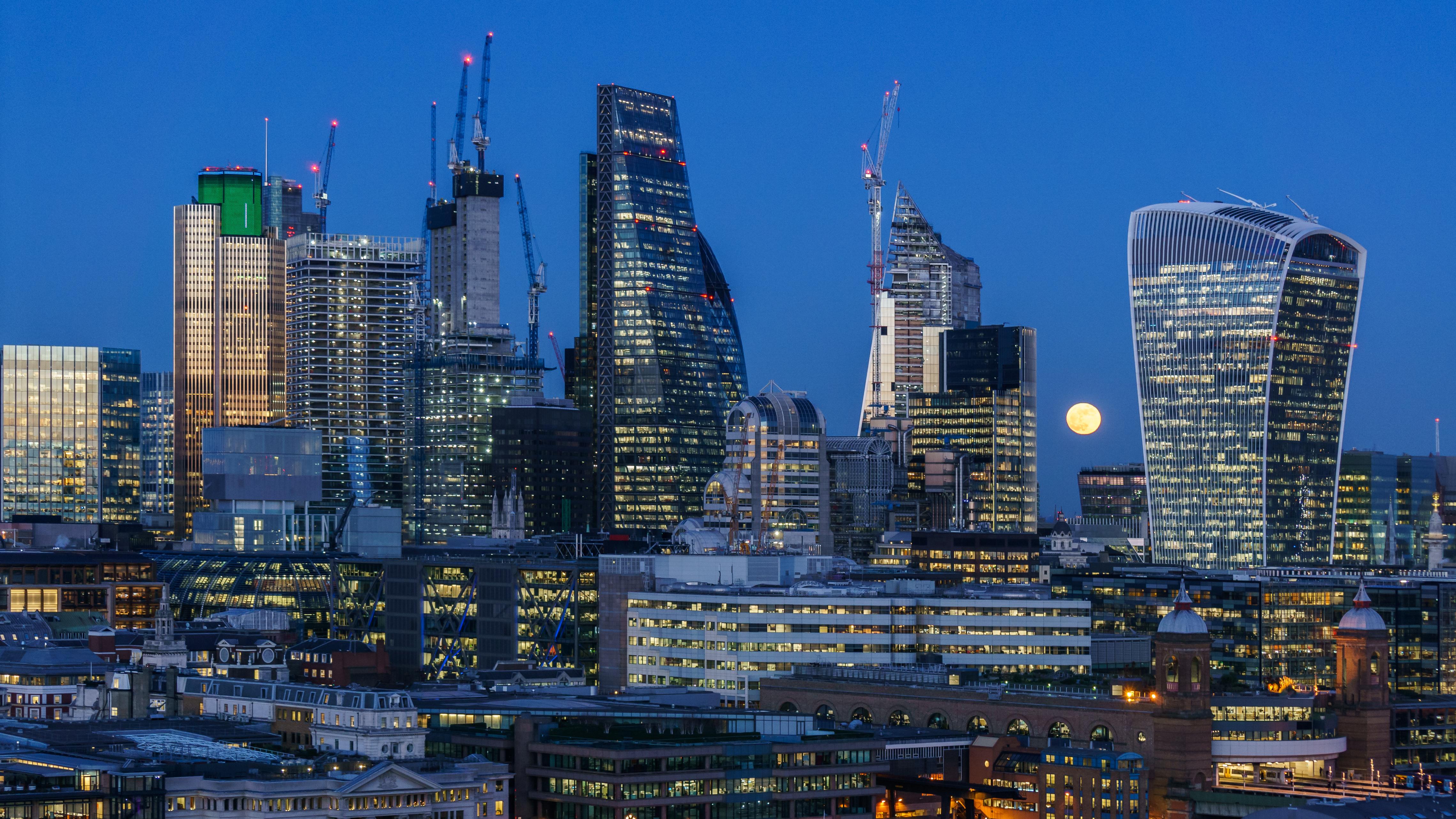 La City, le quartier d'affaires de Londres de nuit