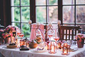 Image d'une table avec goûter dessus. Représente un afternoon Tea