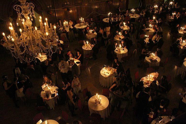 Image représentant l'intérieur du club The Candlelight.